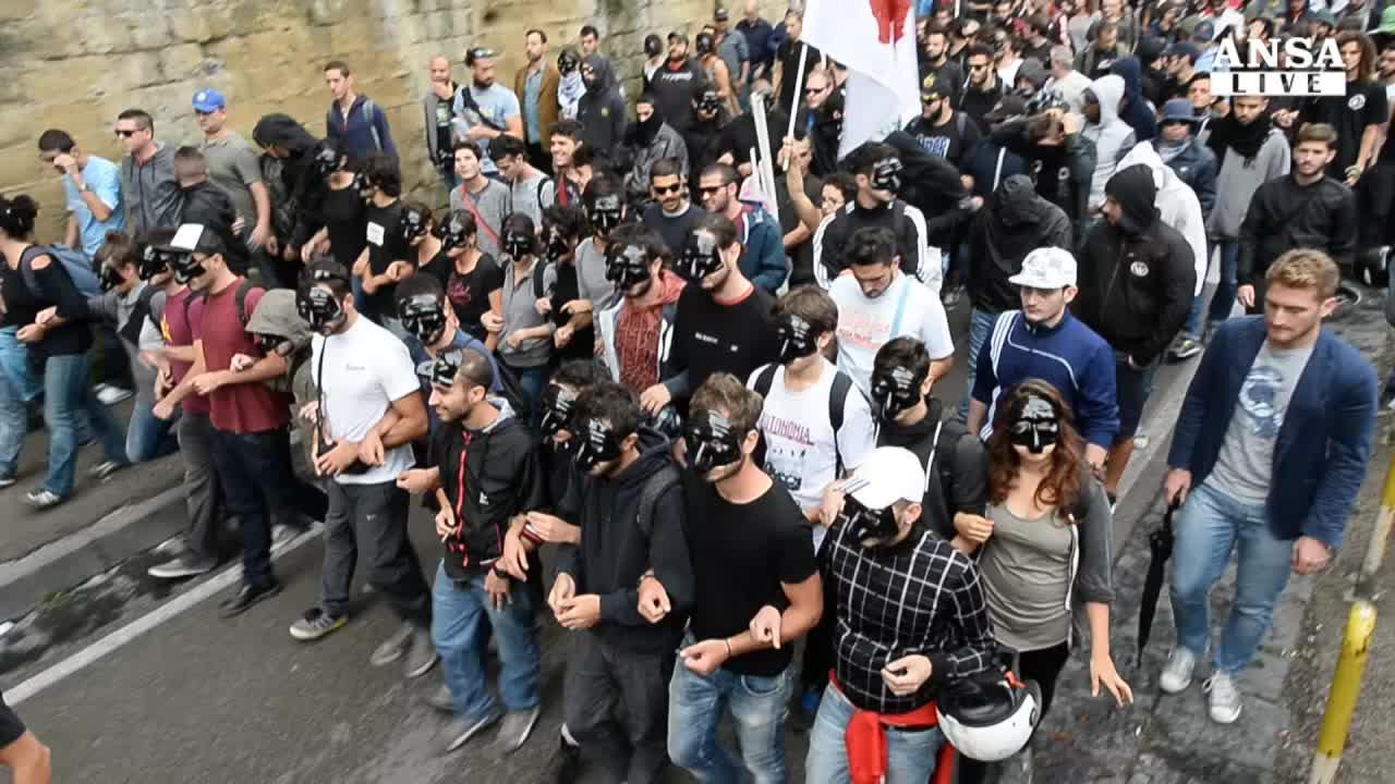 In corteo contro Bce,tensione con polizia
