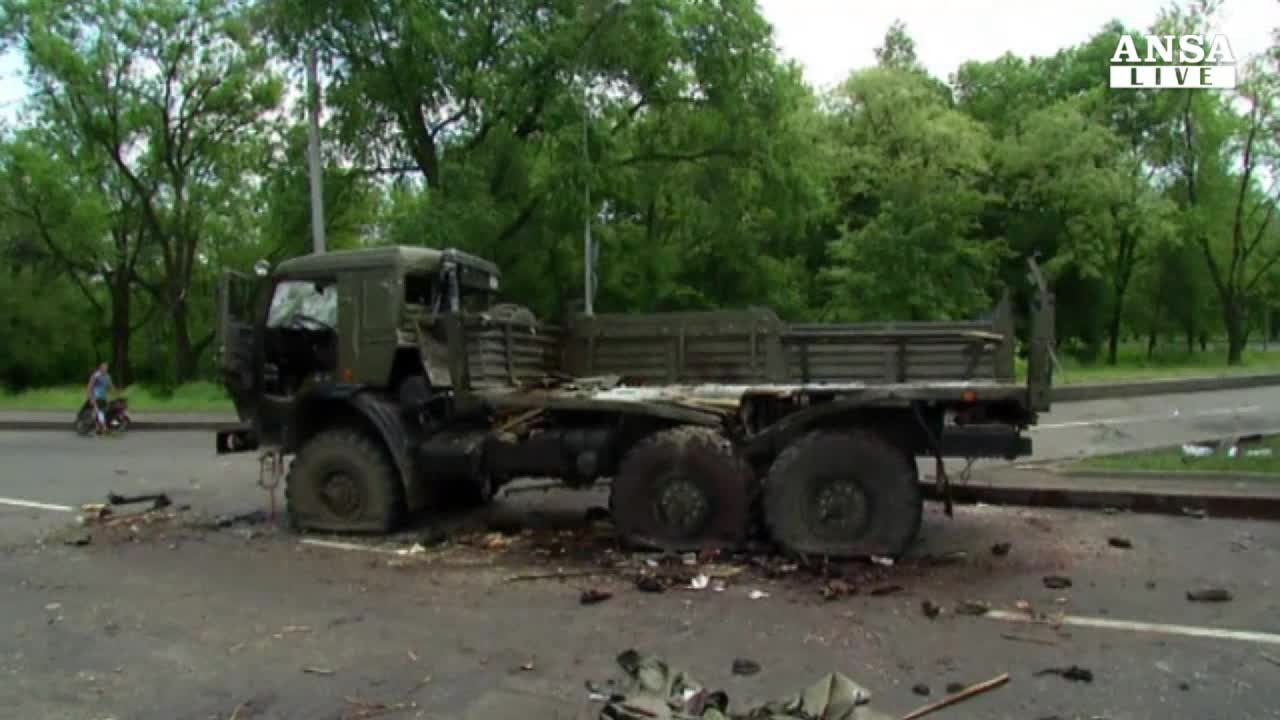 Cannonate su una scuola in Ucraina
