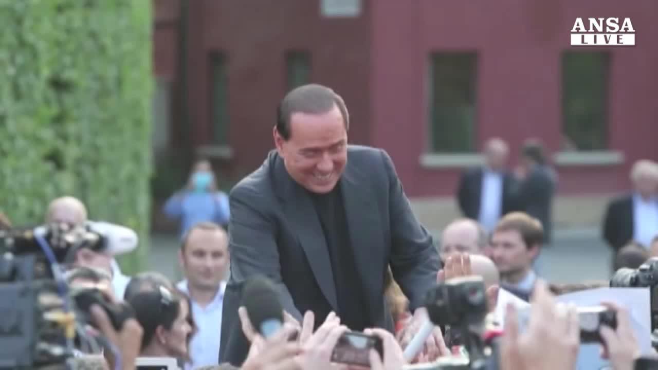 Berlusconi tratta su premio lista, verso incontro con Renzi