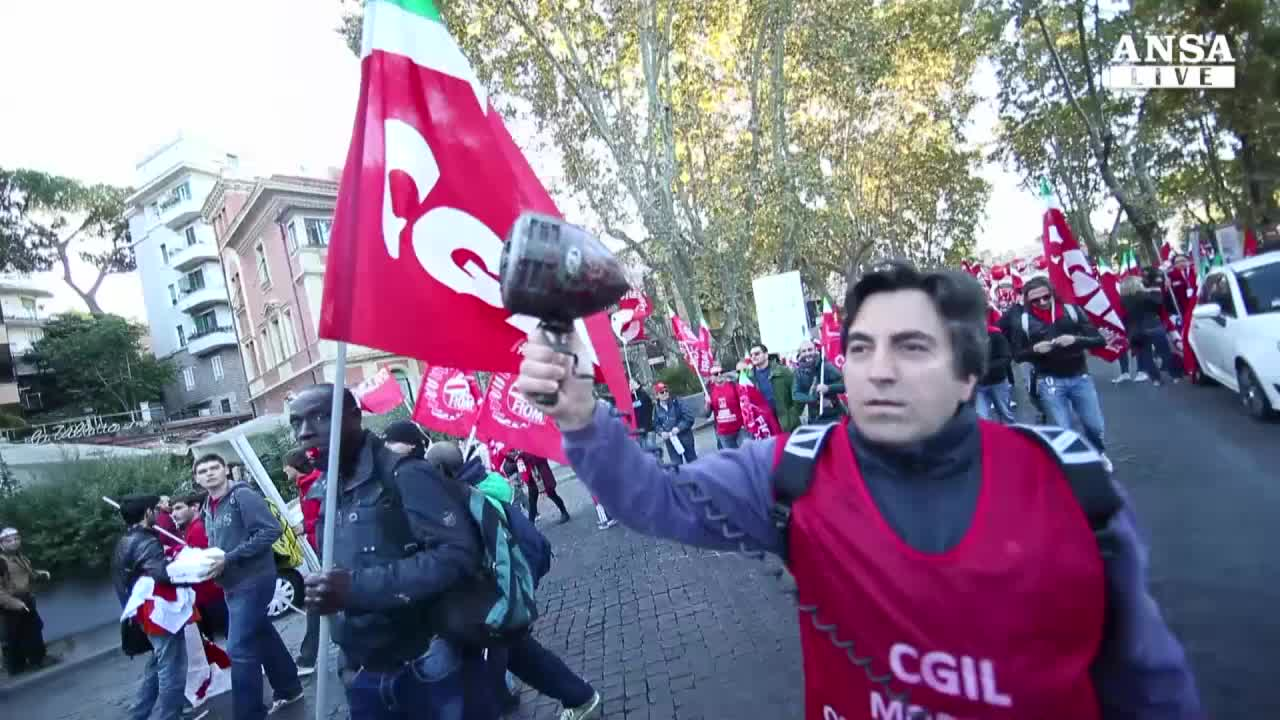Cgil in piazza contro Jobs act