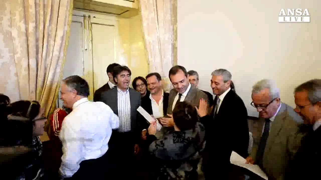 Tar reintegra de Magistris come sindaco