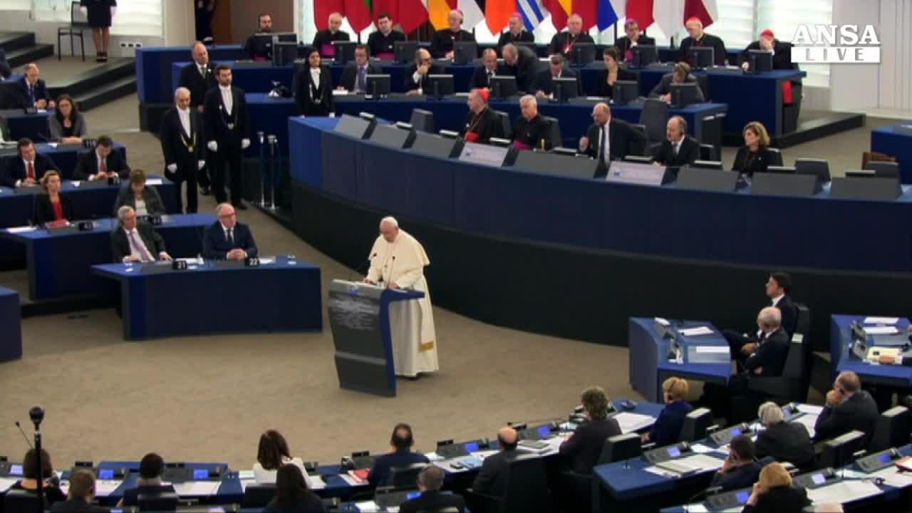 Papa: Ue malata di solitudine ,si' a lavoro e immigrazione