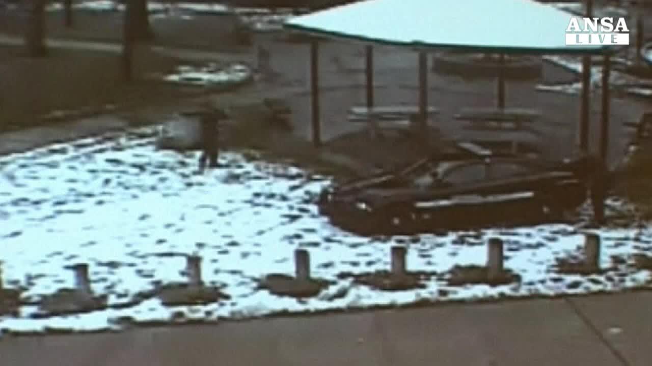 Cleveland, polizia mostra video 12enne ucciso