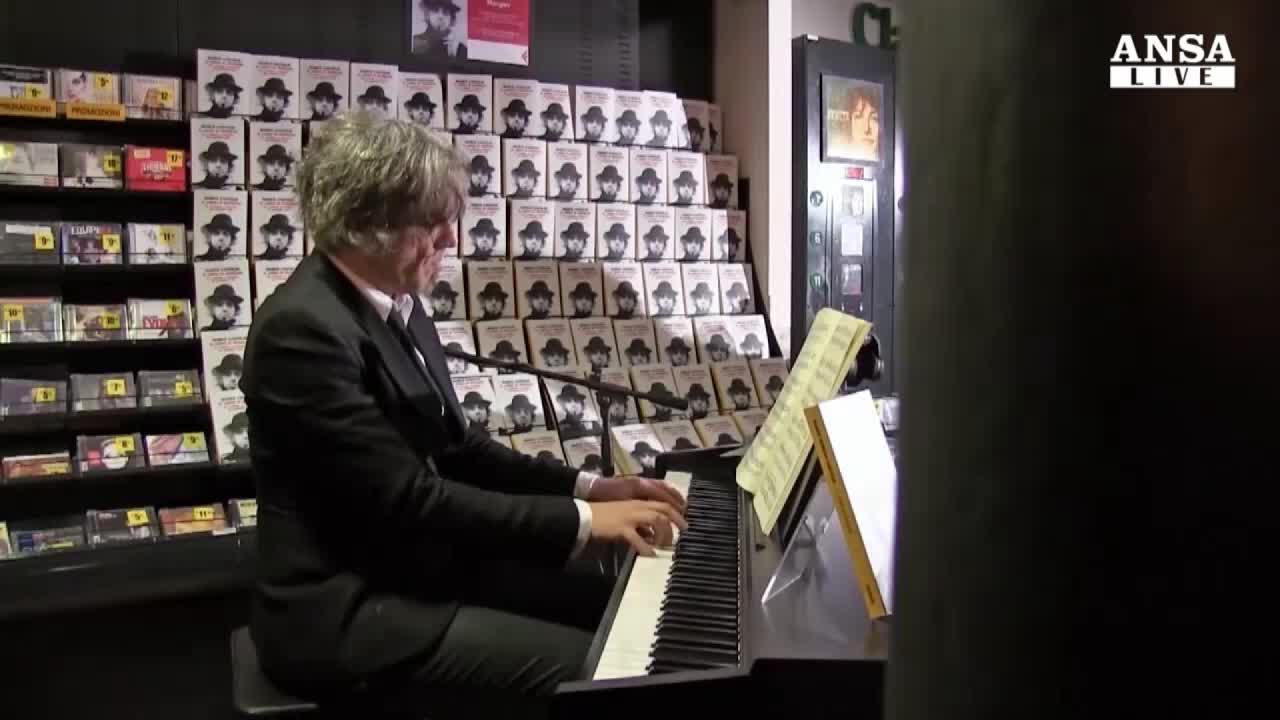 Morgan presenta libro e suona Bach