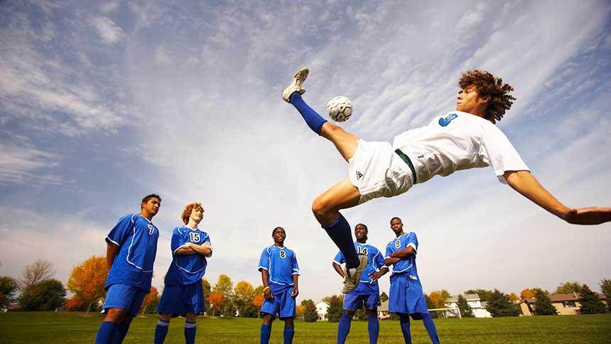 Calcio, i goal più incredibili