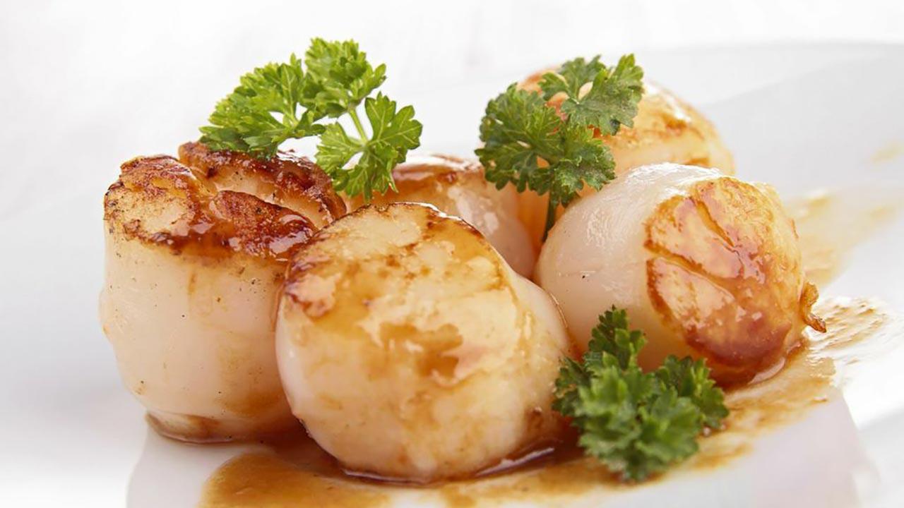 Ricette di pesce semplici e raffinate capesante scottate su crema allo zafferano for Ricette semplici cucina