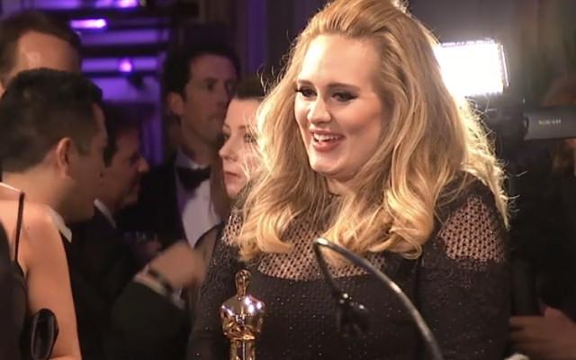 Adele gastou 2 milhões de libras em uma viagem para os amigos