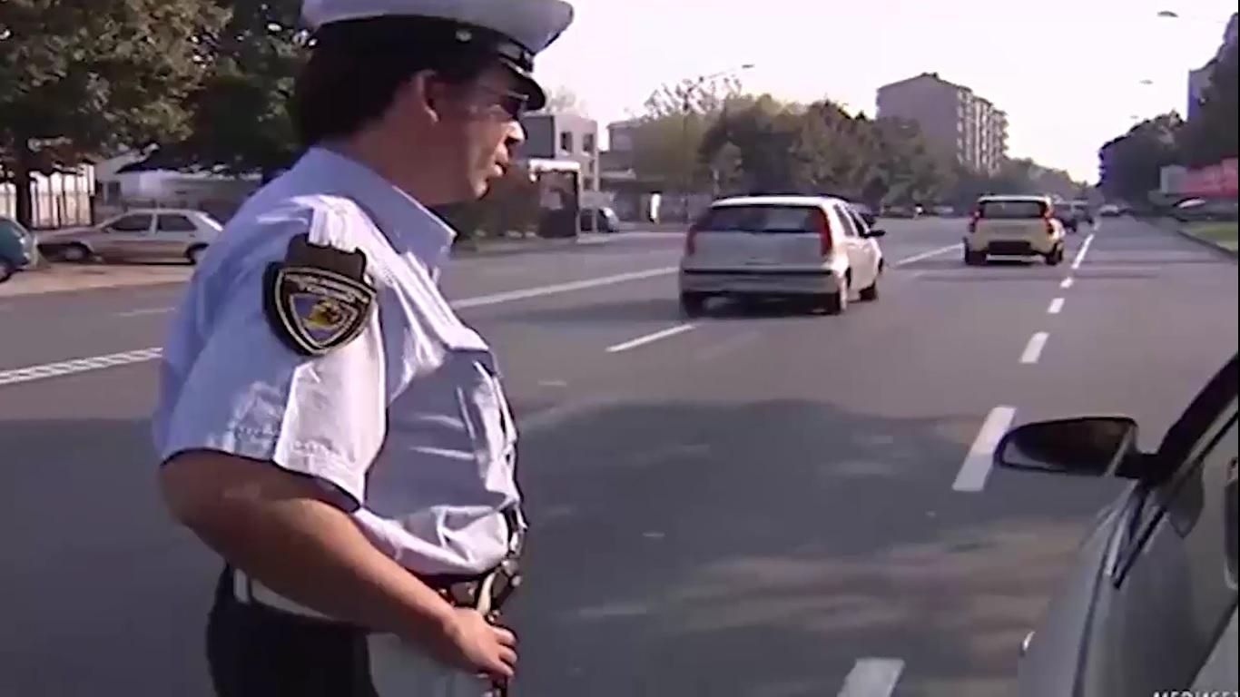Video: Libretto di circolazione auto addio: cosa cambia e quanto si risparmia