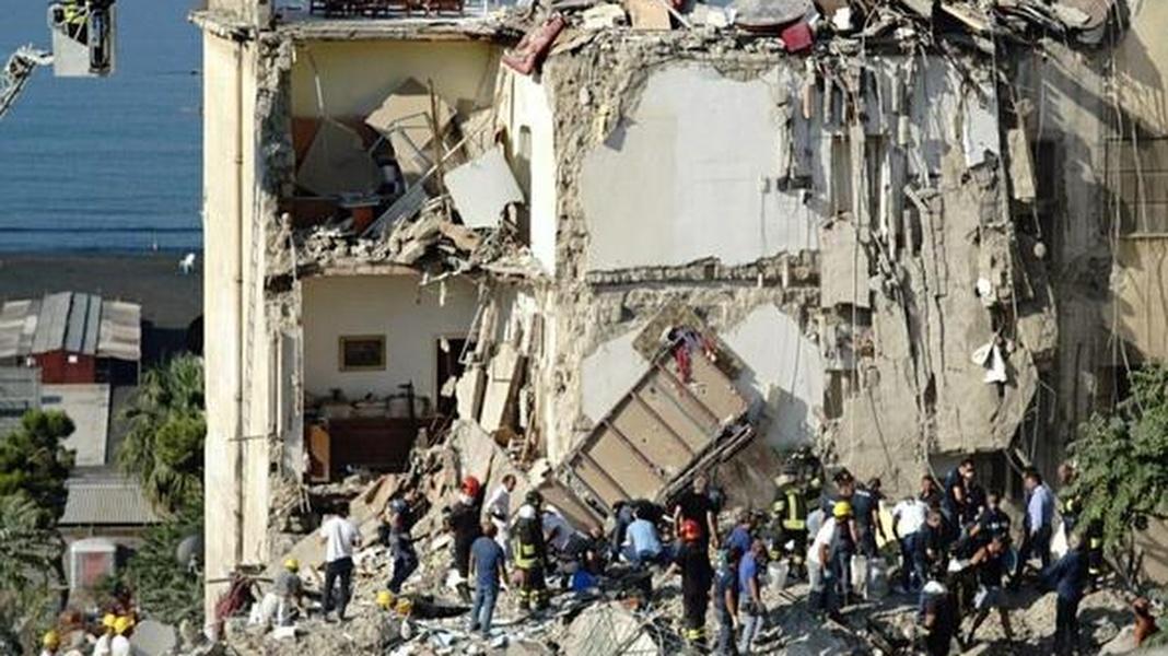 Video: Torre Annunziata: si indaga per omicidio colposo per il crollo della pala