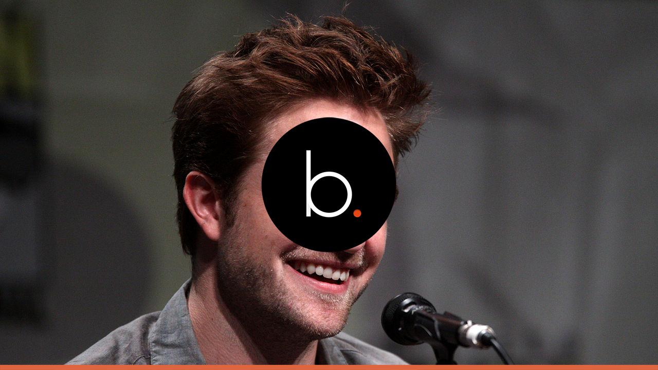 Kristen Stewart and Robert Pattinson talk over the phone behind FKA Twigs' back?